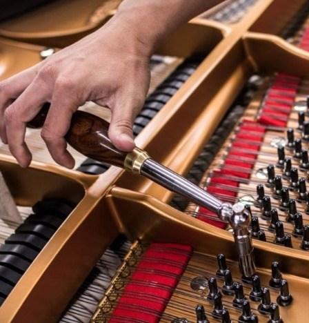 Piano stemmen met een stemsleutel