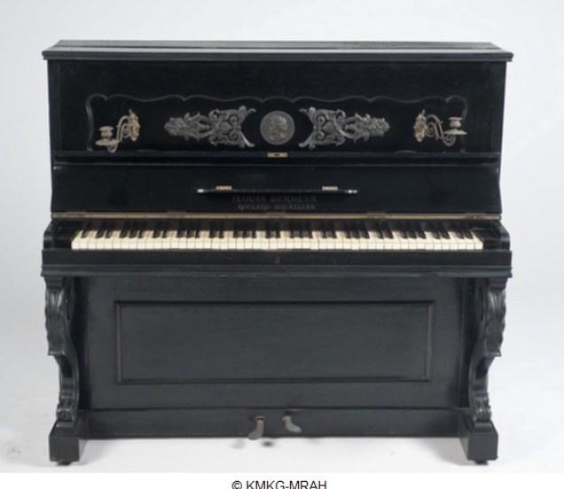 Oude zwarte piano